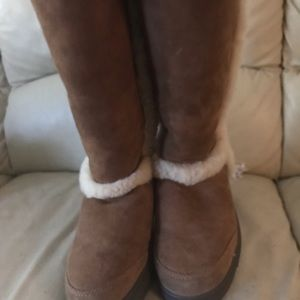 Uggs boots size 10.. wear knee high or ankle